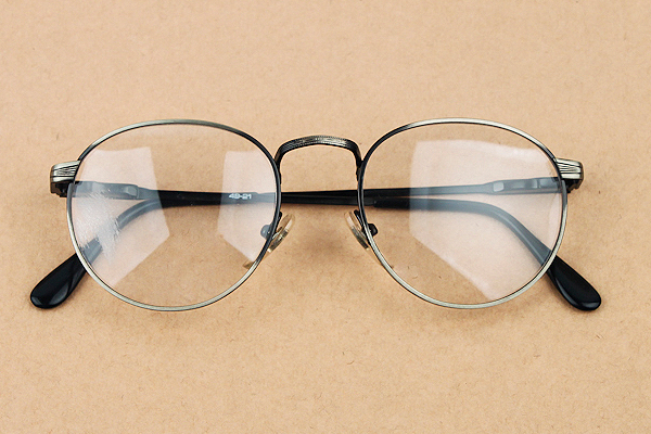 vtg-457Antique rim with round frames