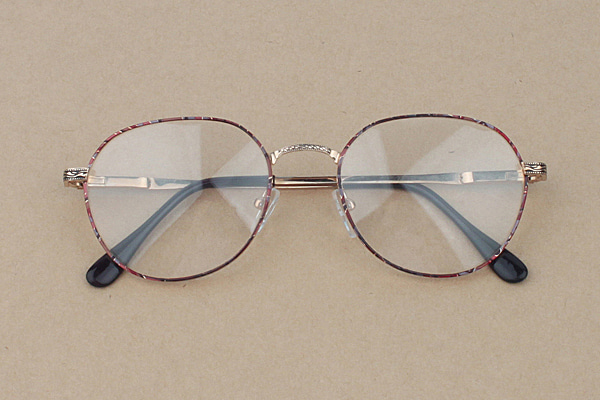 vtg-481 Wine pattern-gold rim