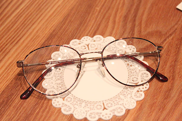 vtg-382Gold-demi rim with round  frames